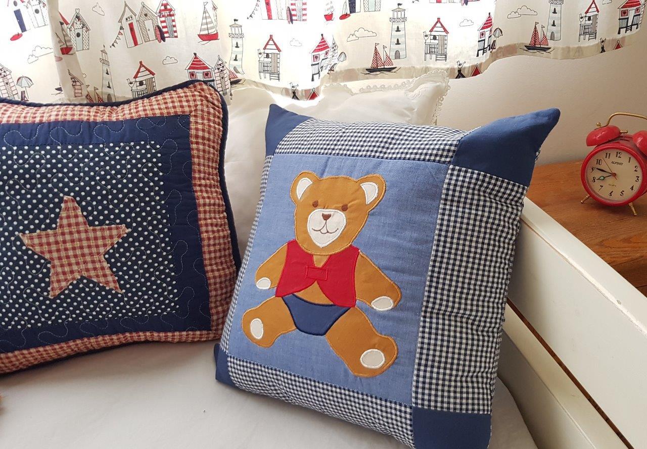 כרית טלאים עם דובי