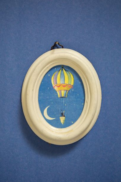 תמונה אובלית כדור פורח וירח