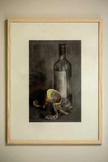 ציור שרימפס ובקבוק יין