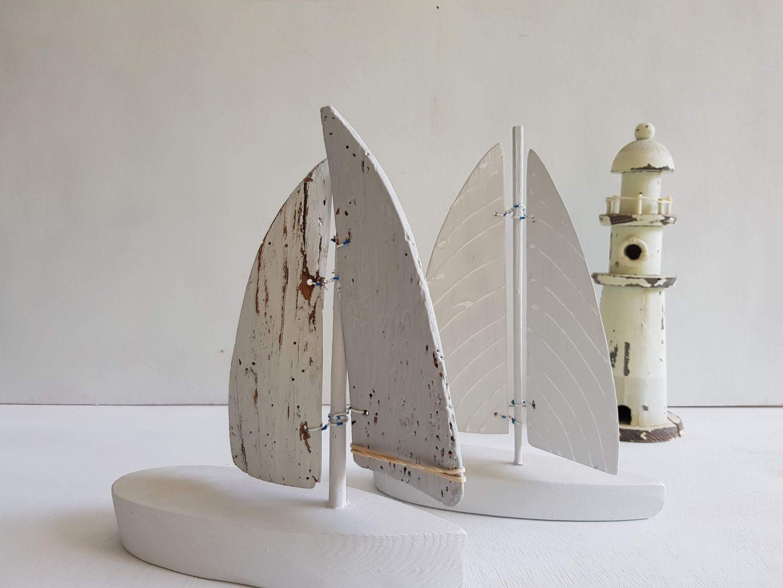 סירת עץ אפורה